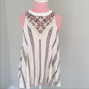 Anthropologie Akemi + Kin Lawrie Embroidered Tank